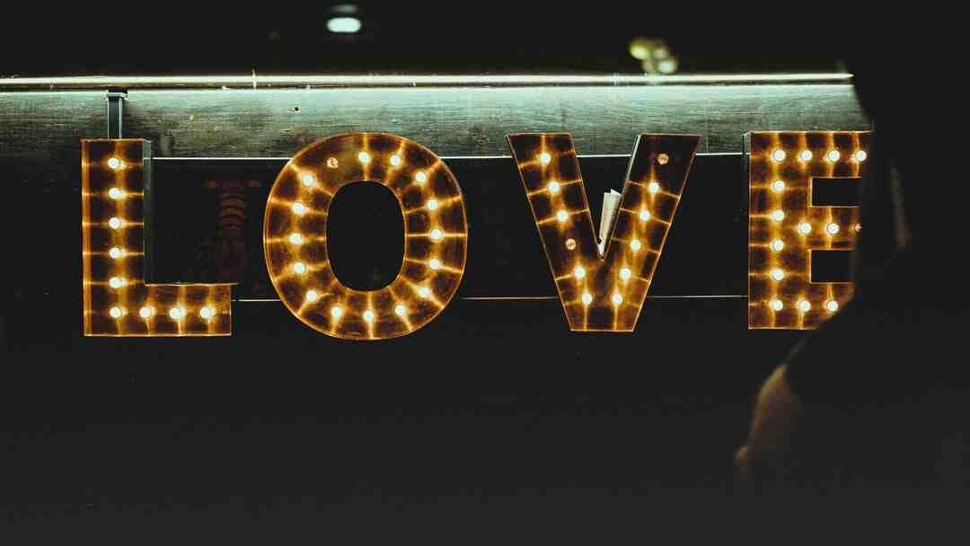 Comment l'amour meurt il